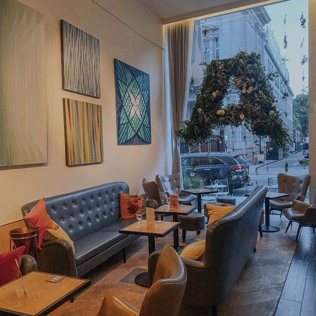 A sophisticated restaurant with outstanding dishes and live music
